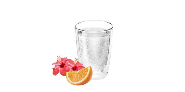 Agua mineral con naranja